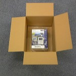GPSキットの入ったAmazonの箱